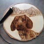 wypalanie w drewnie, sylwia, pirografia, janczyszyn, pyrography, handmade, rękodzieło, pomysł na prezent, portret psa, posokowiec bawarski