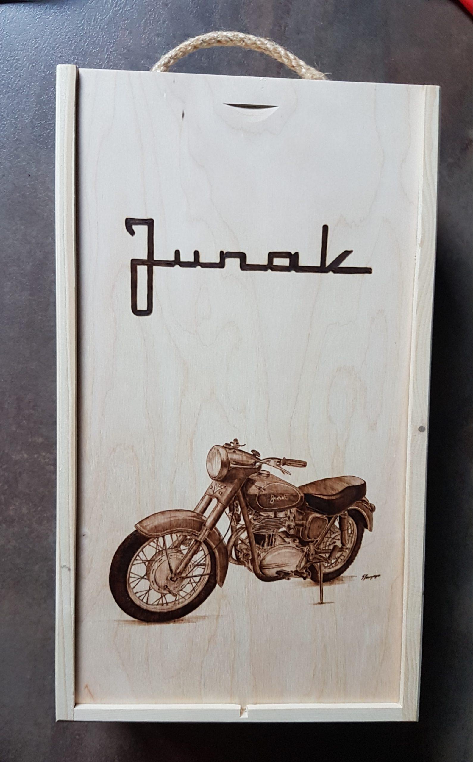 wypalanie w drewnie, sylwia, pirografia, janczyszyn, pyrography, handmade, rękodzieło, pomysł na prezent, pudełko na wino, junak