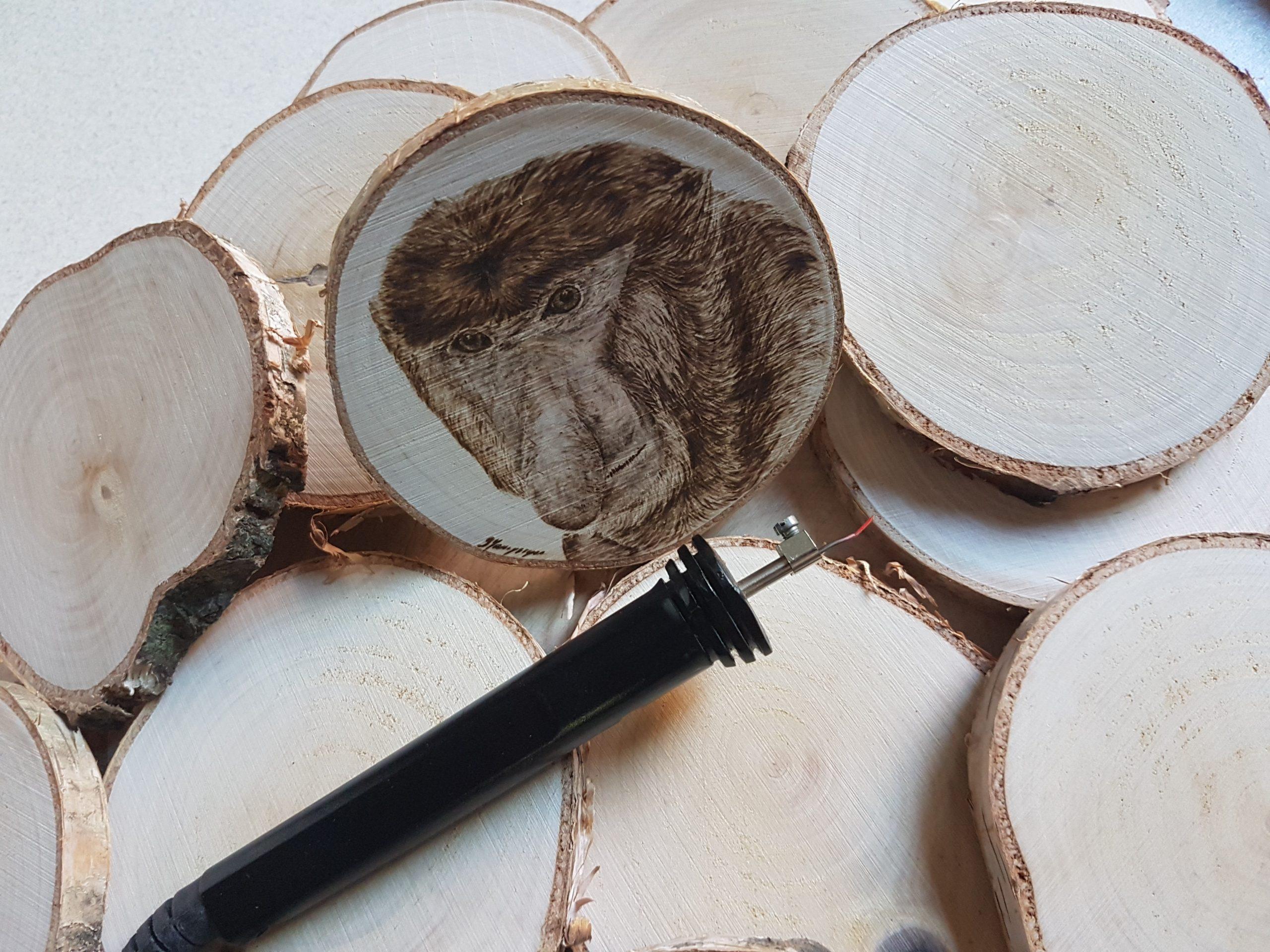 wypalanie w drewnie, sylwia, pirografia, janczyszyn, pyrography, handmade, rękodzieło, pomysł na prezent, podkładka pod kubek, sąsiad