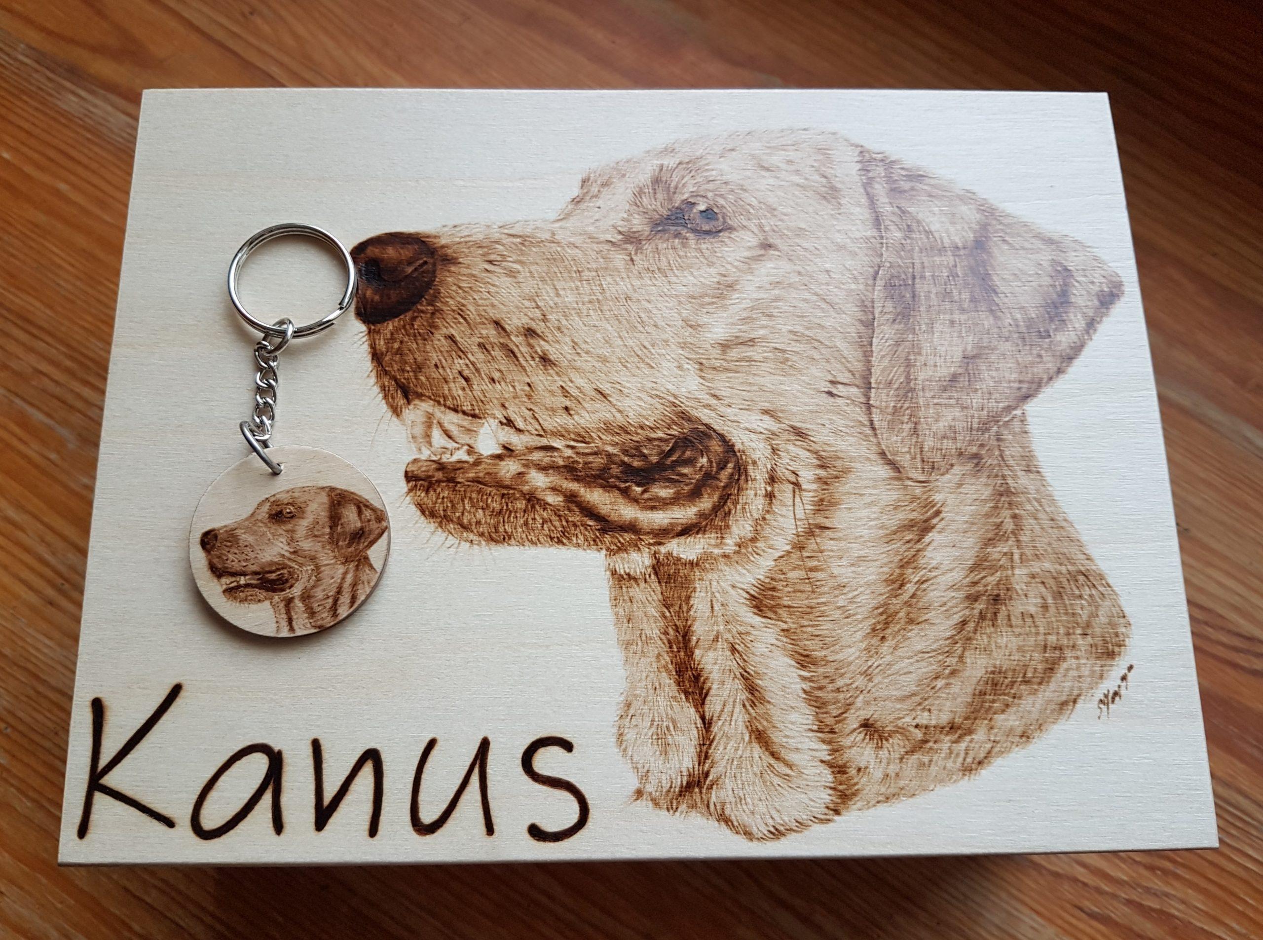 wypalanie w drewnie, sylwia, pirografia, janczyszyn, pyrography, handmade, rękodzieło, pomysł na prezent, pudeło, portret psa brelok